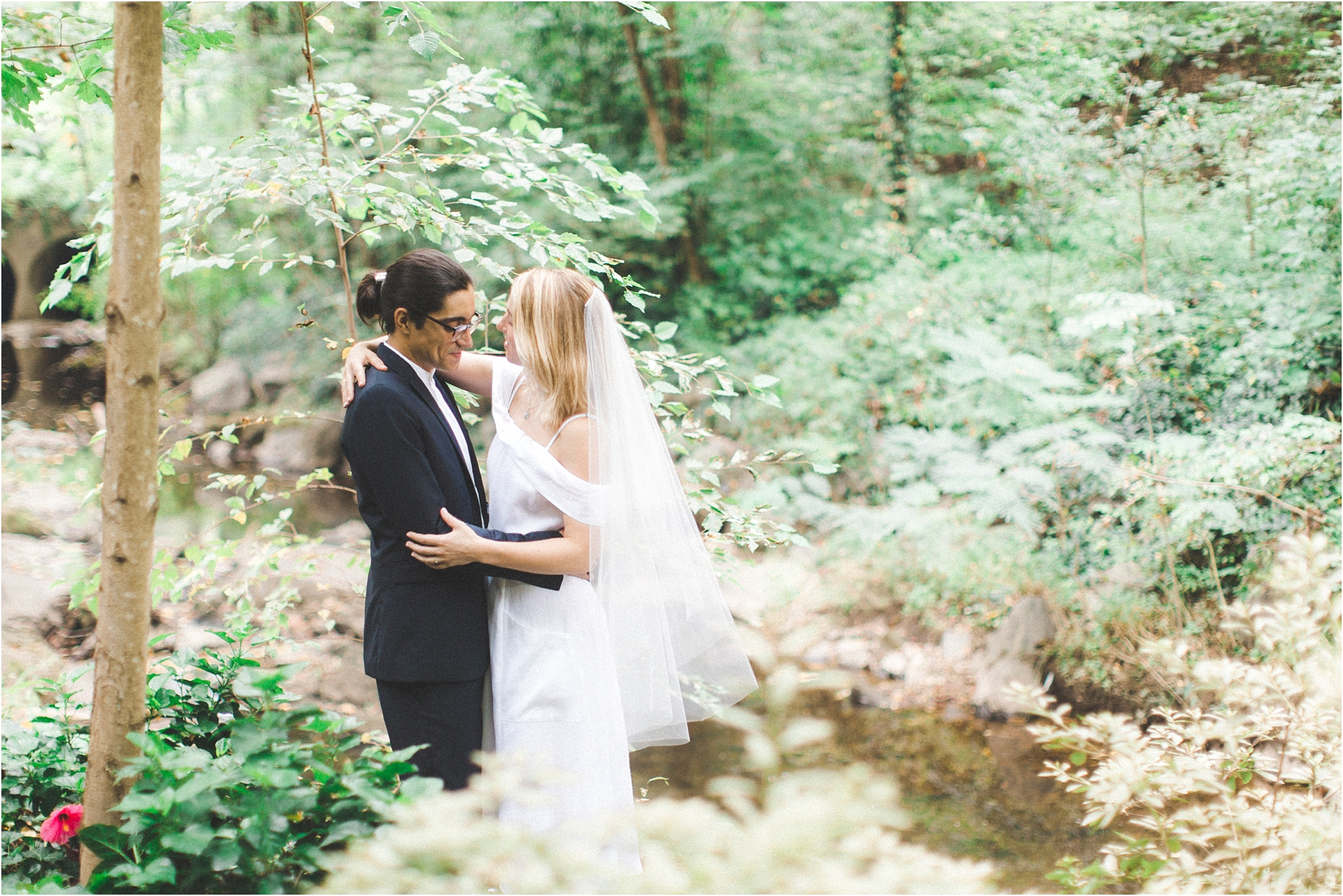 intimate-wooded-backyard-richmond-virginia-wedding-photo_0015.jpg