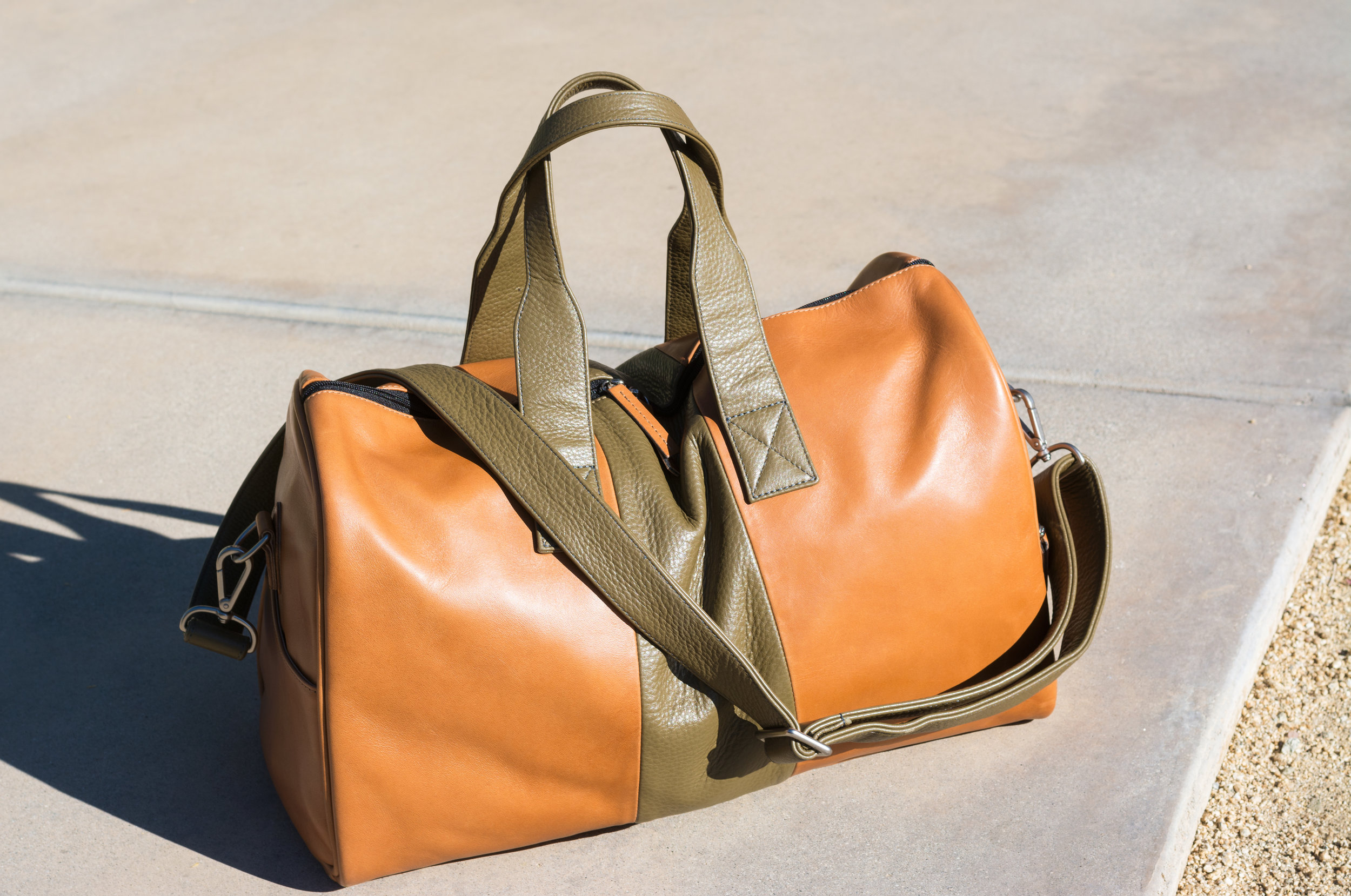 Custom leather duffel bag by Laudi Vidni | The Modern Otter