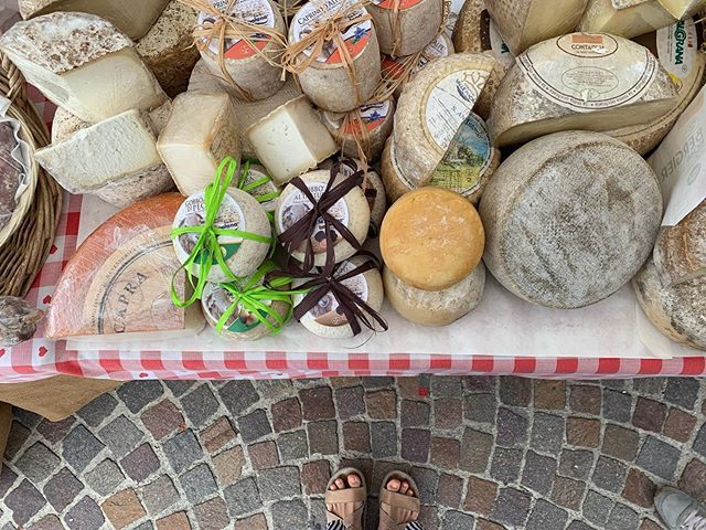 Explored the other towns in the Piedmont region and coming across other cheese tables. Even my toes can't refrain their excitement 🙃  #Cheese19 #Cheese2019 #SlowFoodItalia #MHMtravels #myhungrymonster