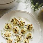 Jajka faszerowane z migdałami i rzeżuchą