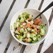 Sałatka z awokado, ogórka i grejpfruta