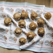 Pełnoziarniste muffiny z jabłkami i rozmarynem