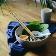 Miso na domowym bulionie z trawy cytrynowej