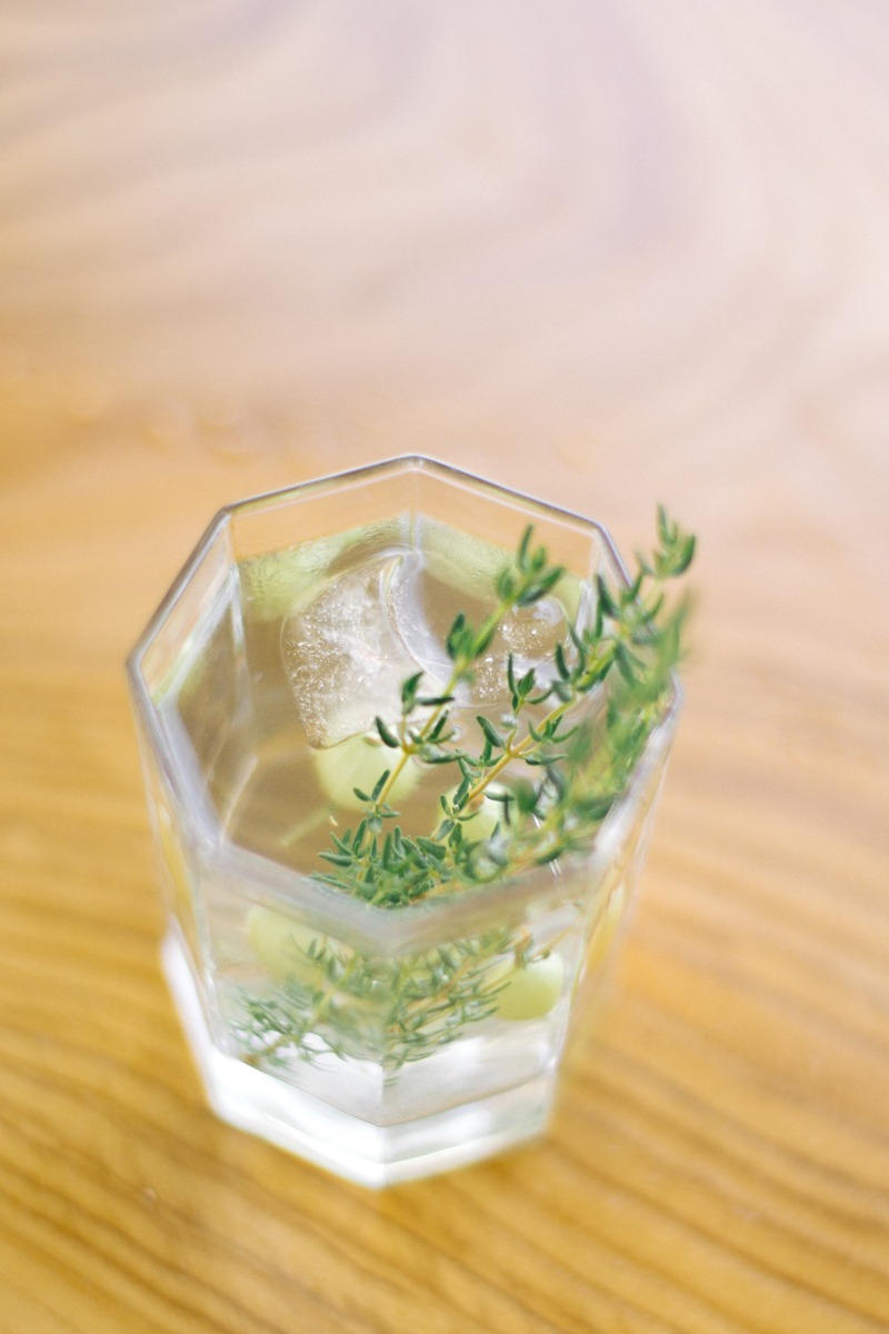 gin syrop kwiaty bzu agrest koktajl.jpg