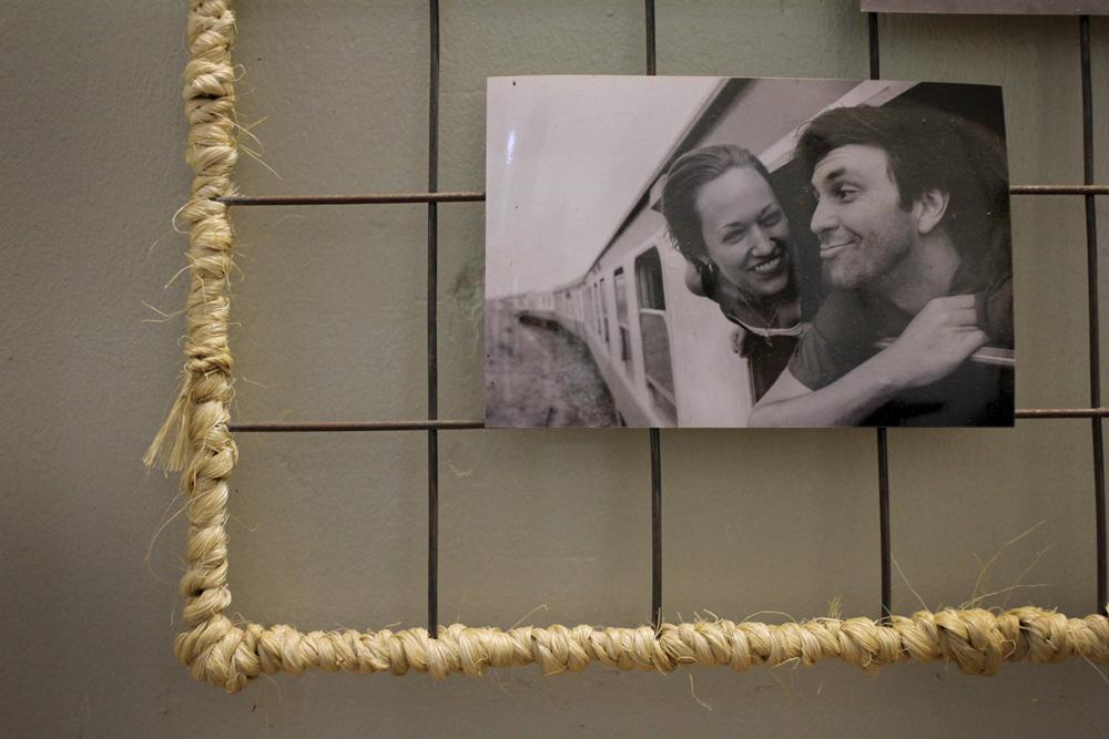 wire photo mount