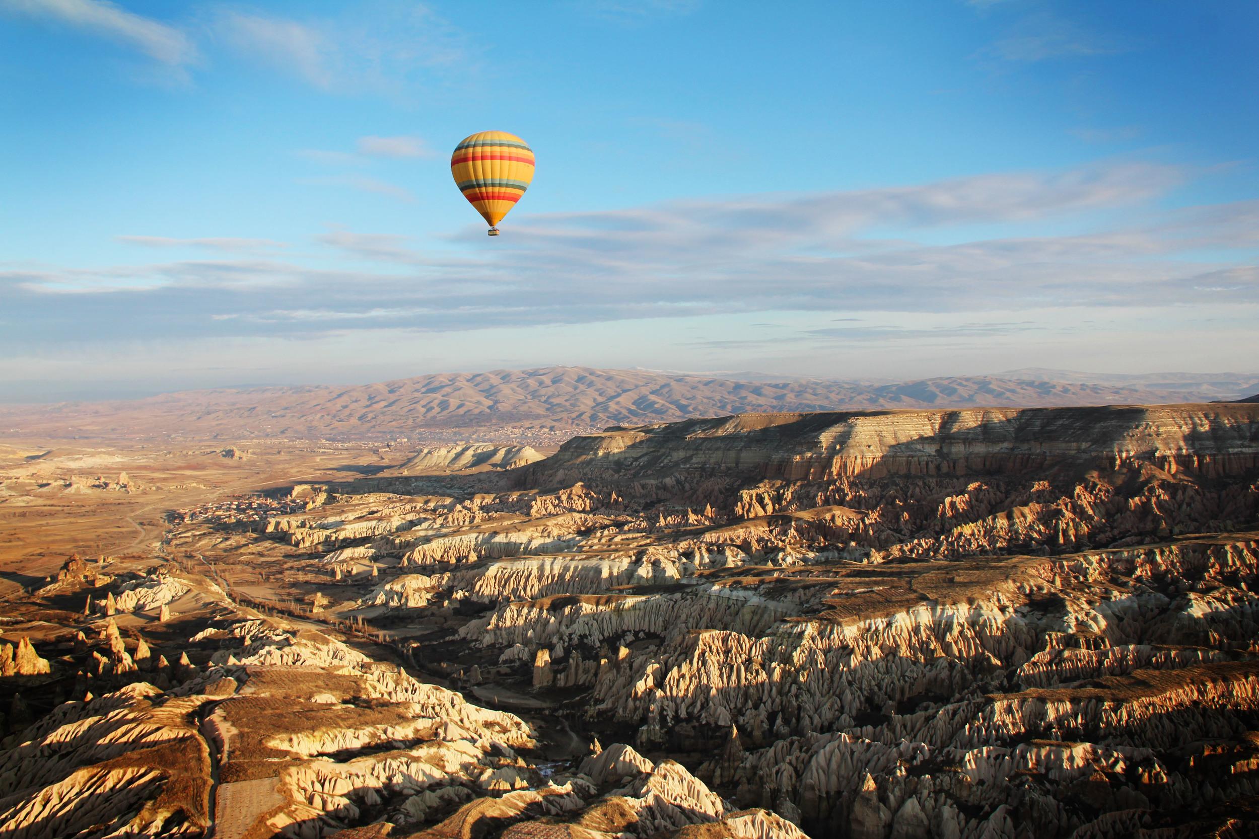 6.1.12 Hot air balloon over Cappadoccia.JPG