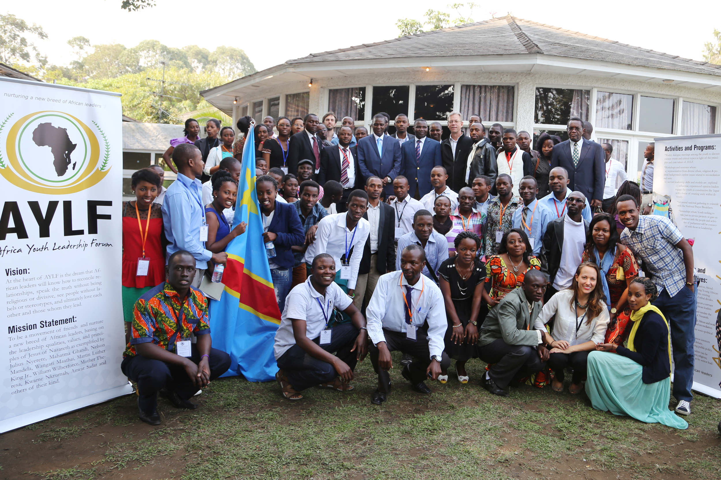 Attendees with the Governor of North Kivu and the former Vice President of Congo