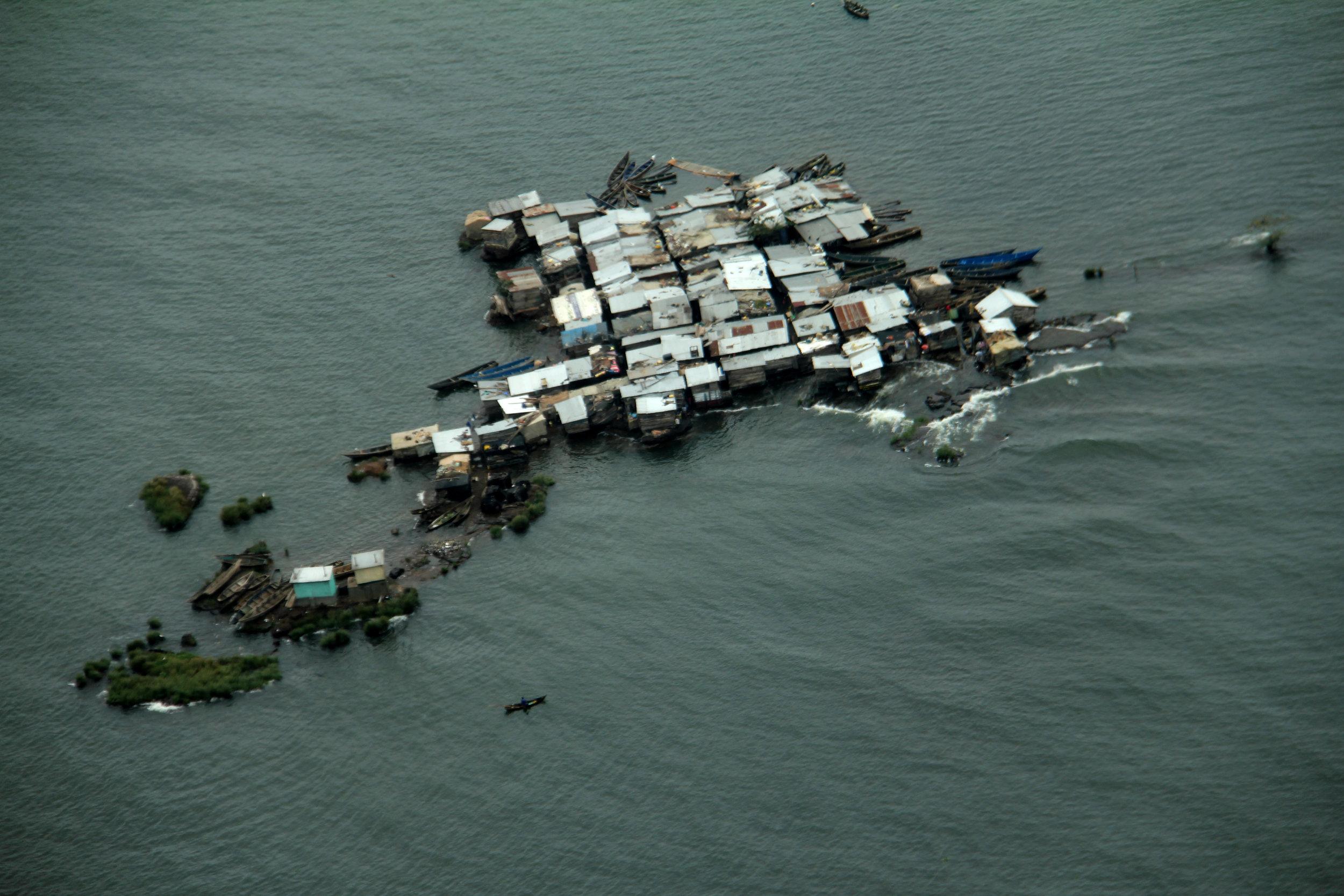 30.12.13 Lake Victoria fishing village.JPG