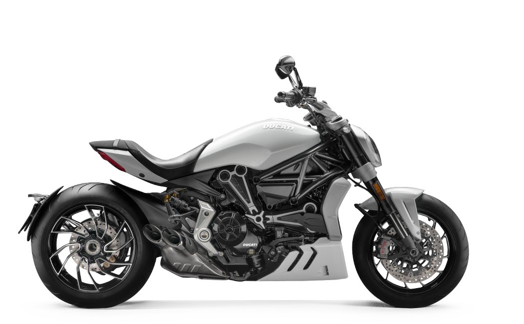 XDiavel-S-MY18-White-01-Model-Preview-1050x650.png