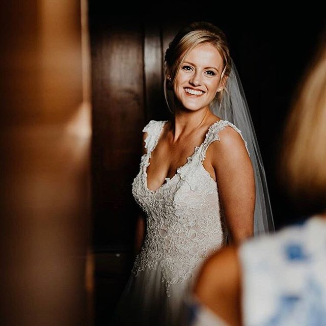Oh sunshine how happy we are to see you! This weekends set to be a scorcher so I'm off to restock on my heat proof, long wear make up essentials so this weekends brides can stay looking flawless in this heatwave. .. .. Gorgeous photo of beautiful Hannah who married her love at @shustokebarn earlier this month. Captured by @jonnymp 📸 Hair by Beverley @modebridalhairandmakeup 👏🏼