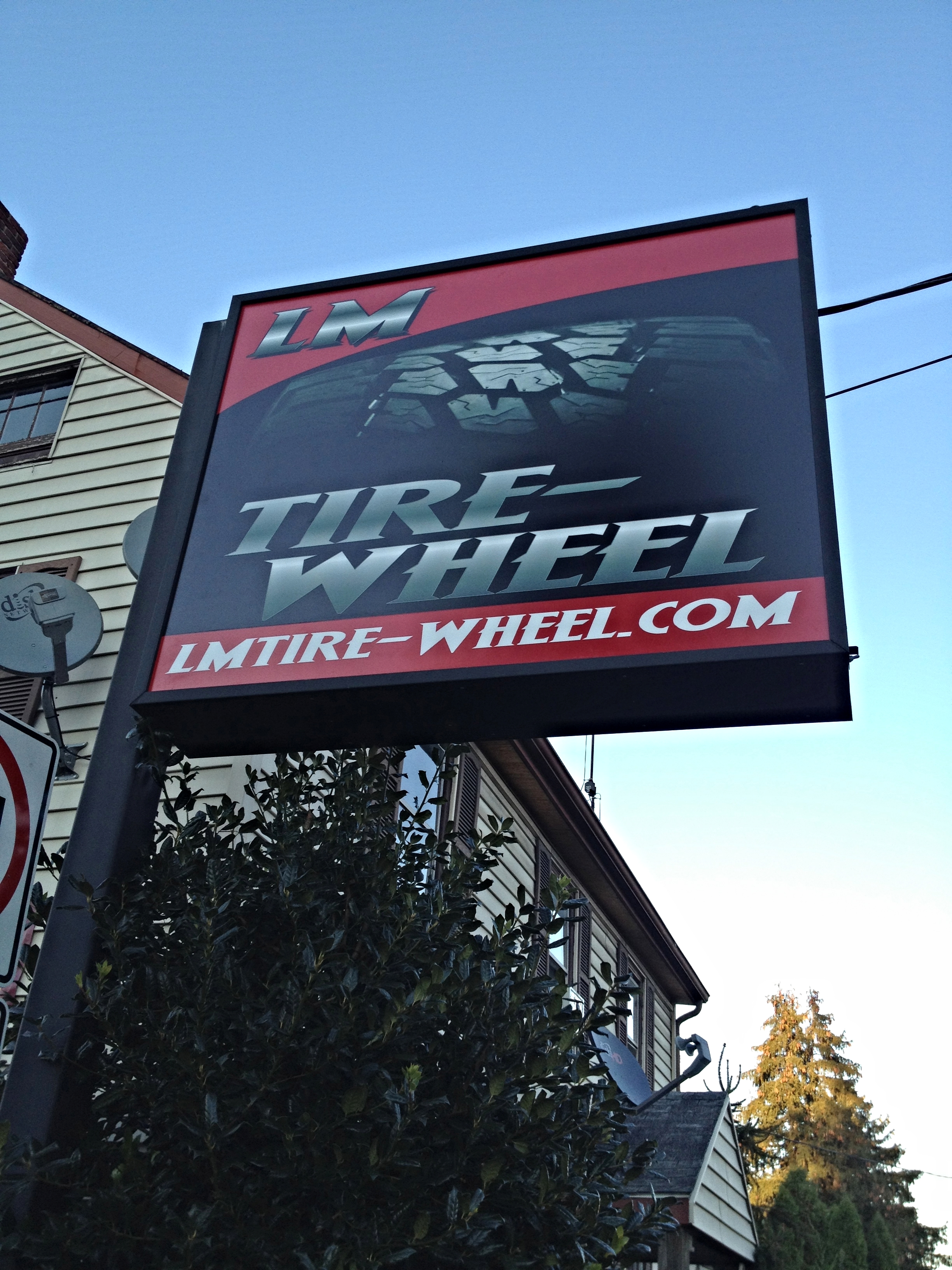 Signs | L&M Tire & Wheel Sign | Abbottstown, PA