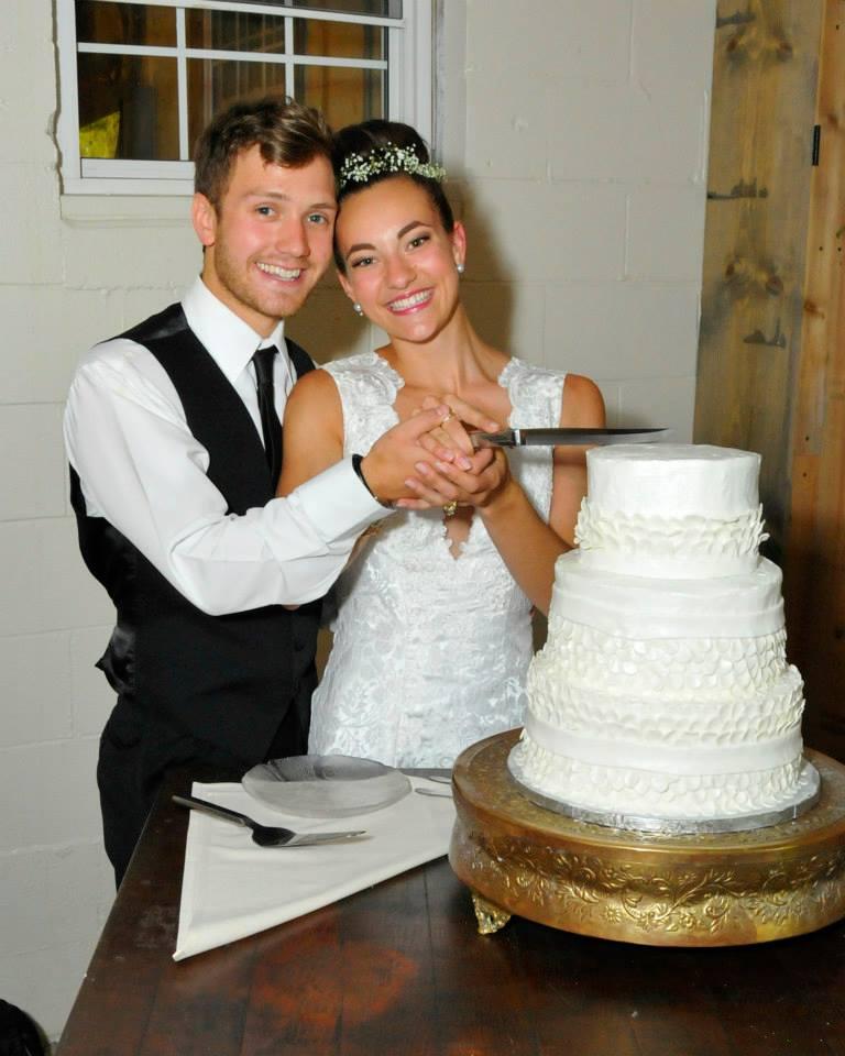 taylor.wedding.cake.jpg