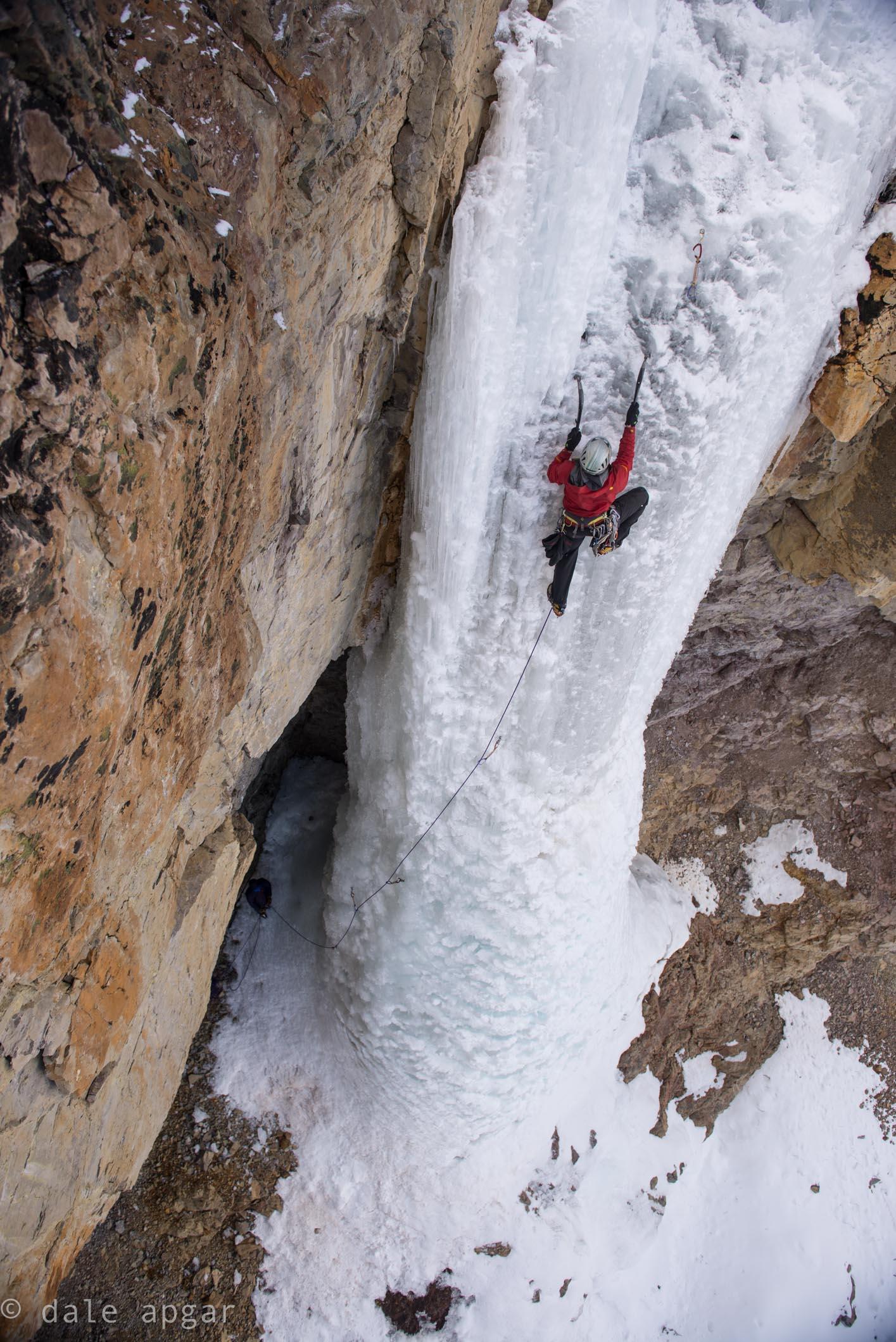 Drew Smith high on  Santa Claus Pillar