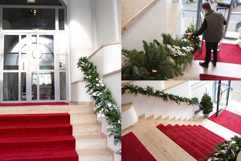 A.P Bloem, Florist. Bloemist, Bloemenwinkel, Kerst, Christmas, Kerstboom, Tree, Decoration, Theodoor Gilissen, Garland, Stairway, Entrance, Bank