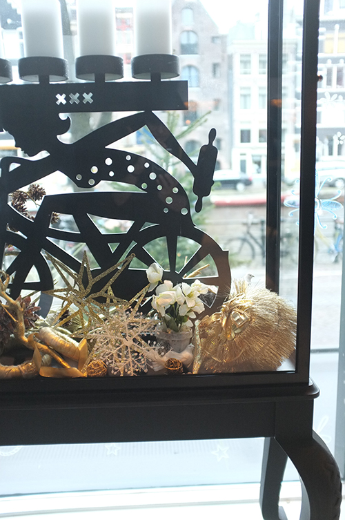 A.P Bloem Florist Bloemist Amsterdam Kerkstraat Andaz Prinsengracht canals boutique luxury 5 star hotel Marcel Wanders Christmas Kerst Boom Kerstboom Decoration event Sterren Gold Goud Tree Bling Designer Best florist Amsterdam vitrine candles window display