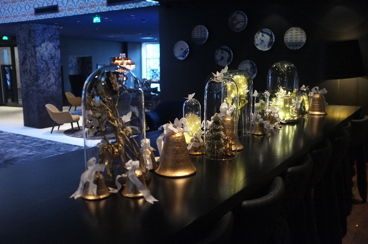A.P Bloem Florist Bloemist Amsterdam Kerkstraat Andaz Prinsengracht canals boutique luxury 5 star hotel Marcel Wanders Christmas Kerst Boom Kerstboom Decoration event Sterren Gold Goud Tree Bling Designer Best florist Amsterdam domes glass designer