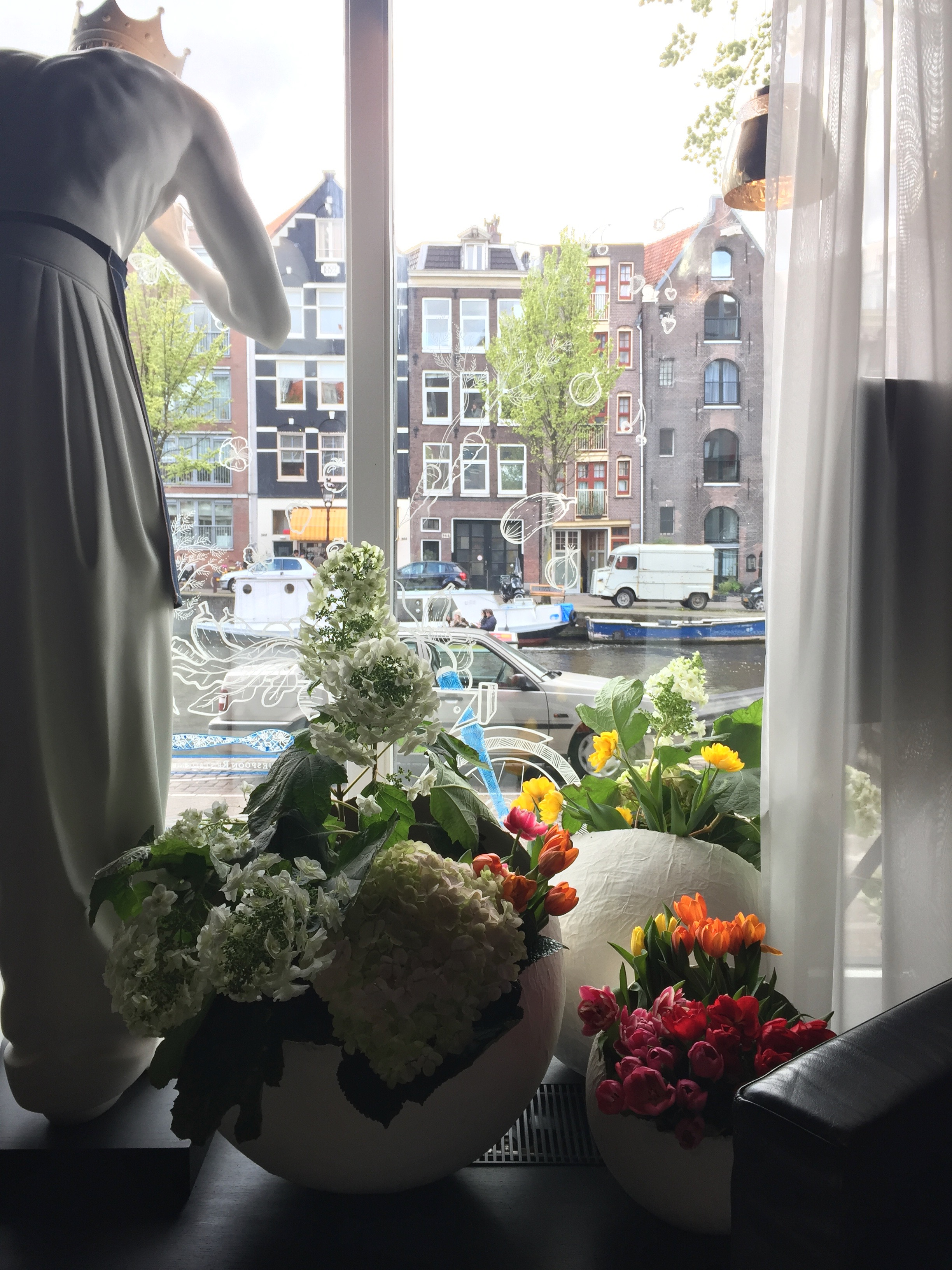 . . . . . #apbloem #florist #amsterdam #bloemist #kerkstraat #bloemen #stijl #styling #floristry #bloemenwinkel #floral #artisan #boutique #kleur #colour #lifestyle #lente #spring #dsfloral #nature #eggs #easter #tulips #luxury #marcelwanders #paasdag #pasen #chocolate #dsfloral #bar #interior #interieur #floral #bloemisten #tulpenfestival #holland