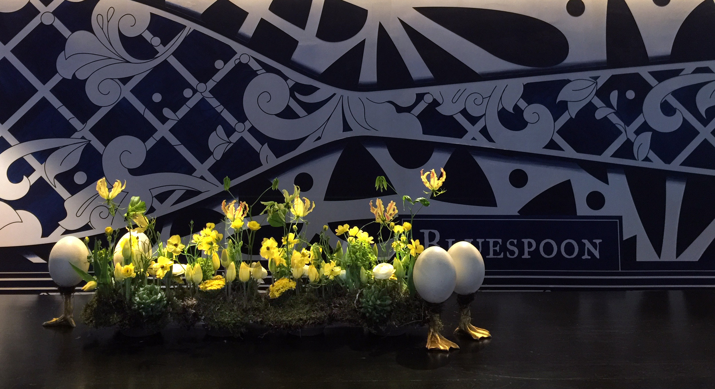 . . . . . #apbloem #florist #amsterdam #bloemist #kerkstraat #bloemen #stijl #styling #floristry #bloemenwinkel #floral #artisan #boutique #kleur #colour #lifestyle #lente #spring #dsfloral #nature #eggs #easter #tulips #luxury #marcelwanders #paasdag #pasen #chocolate #dsfloral