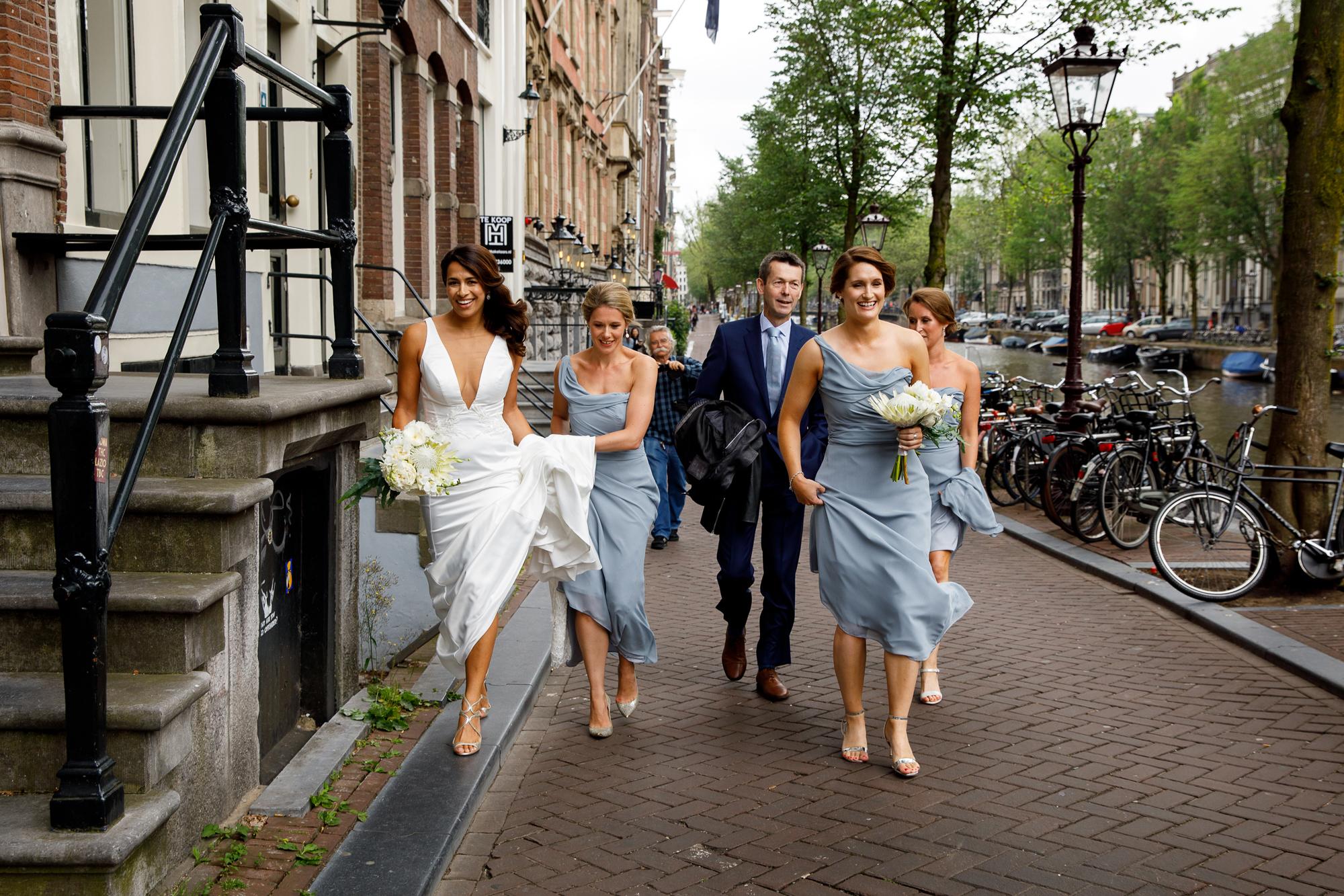 A.P Bloem wedding bruiloft florist Amsterdam flowers bloemen trouwen bloemen bloemenwinkel white tropical bride bruidsboeket bride bouquet bruiloft hangar noord event evenement tropical canals grachten