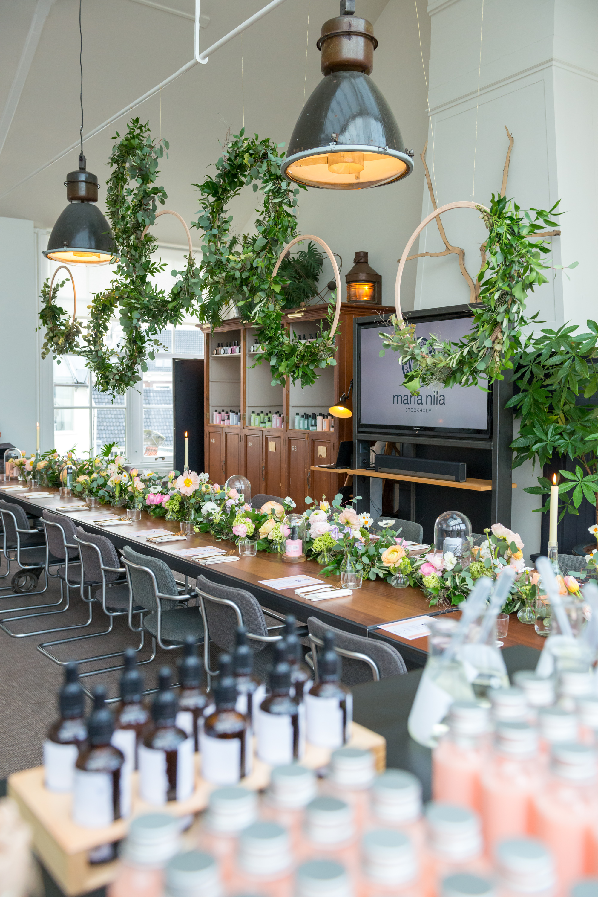 A.P Bloem bloemist bloemen flowers botanical florist event evenement beauty bohemian styling wreaths garland guirlande krans haircare Maria Nila the playing circle Mooi The Agency floral installation