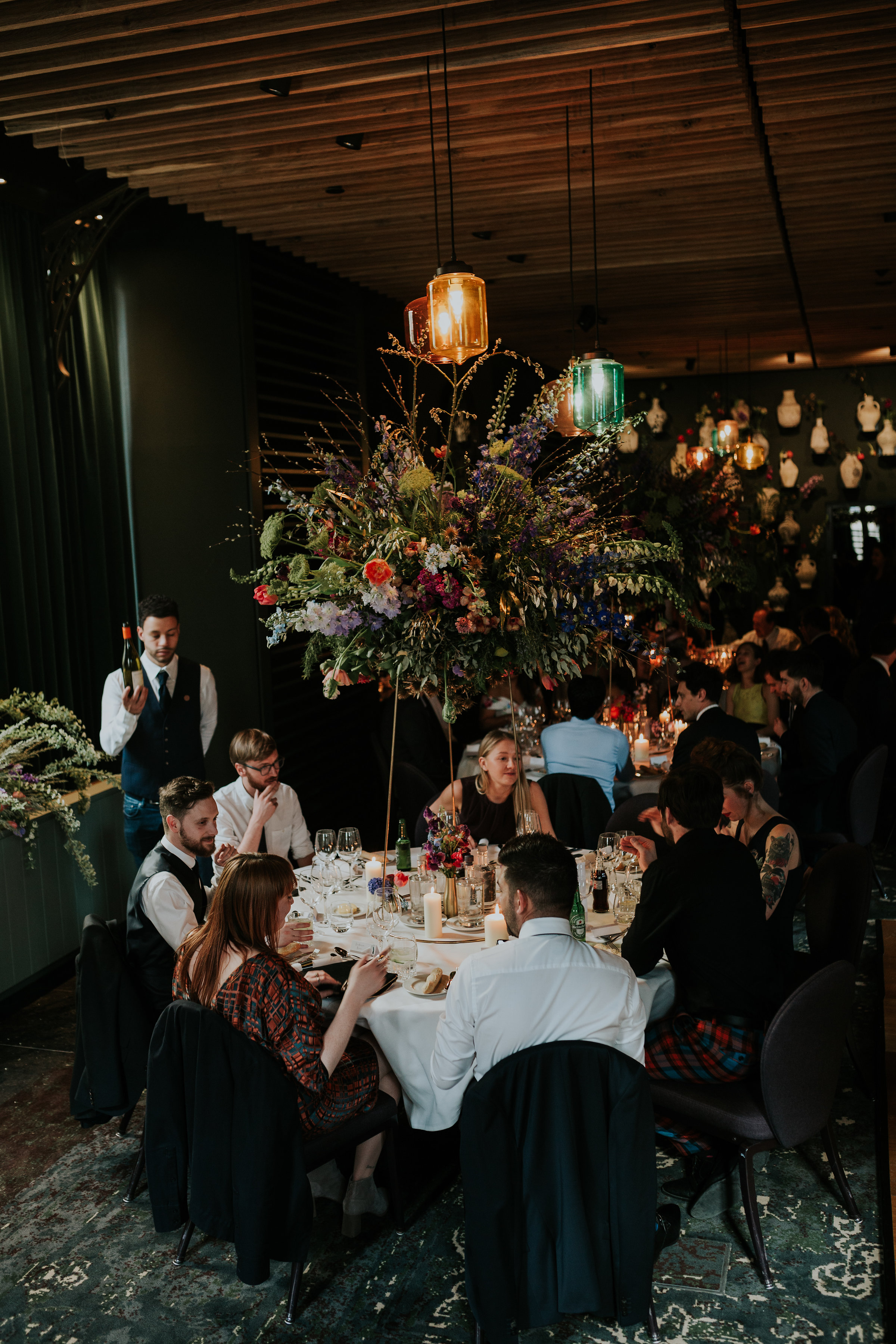 A.P Bloem florist wedding receptie reception bloemist evenement bloemen amsterdam luxury golden age guirlande garland florals pulitzer wedding bruiloft trouwen marriage styling table decoration liefde peonies poppies papaver goudeneeuw stilllife dutch