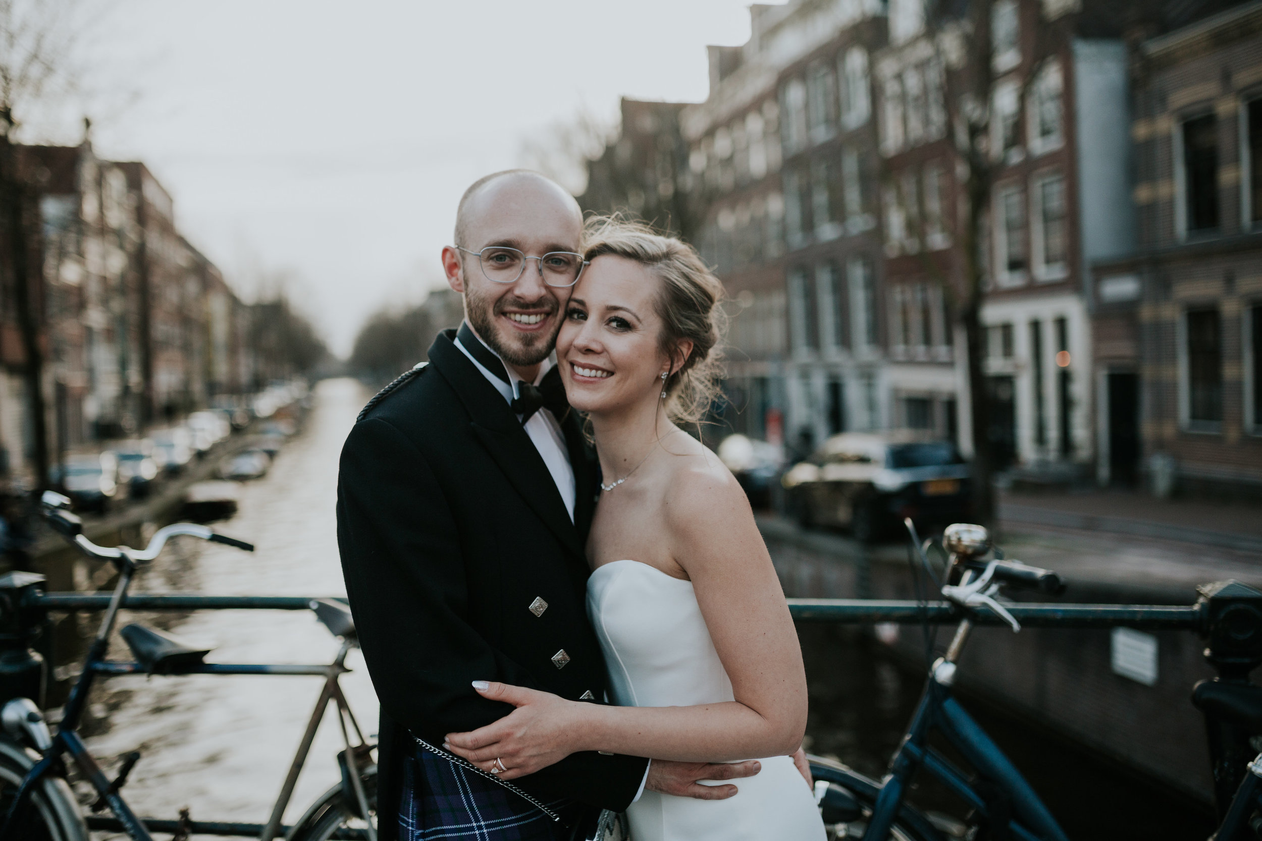 A.P Bloem florist bruid bruidgom bride groom bruidsboeket bride bridesmaids bouquet boeket bloemist evenement bloemen amsterdam luxury golden age guirlande garland florals pulitzer wedding bruiloft trouwen marriage styling liefde peonies poppies papaver goudeneeuw stilllife dutch