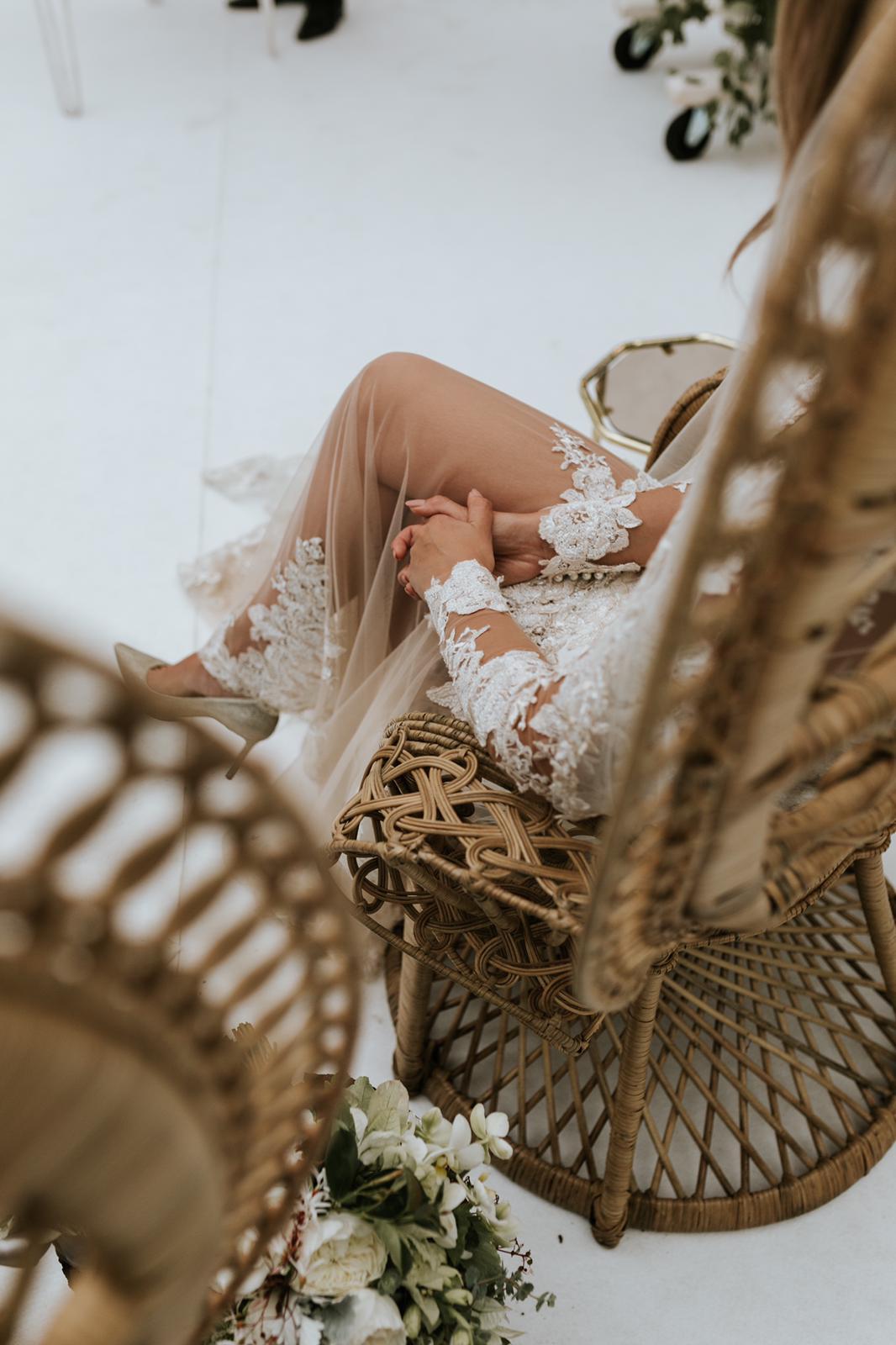 #apbloem #florist #bloemist #weddinggown #trouwjurk #amsterdam #bloemenwinkel #kerkstraat #bloemen #flowers #weddingstyling #bruiloft #trouwen #liefde #bride #wedding #marriage #bruidsboeket #floraldesign #mordernwedding #modernbride #greenhouse #kas #planten #styling #interiorstyling #white #wit