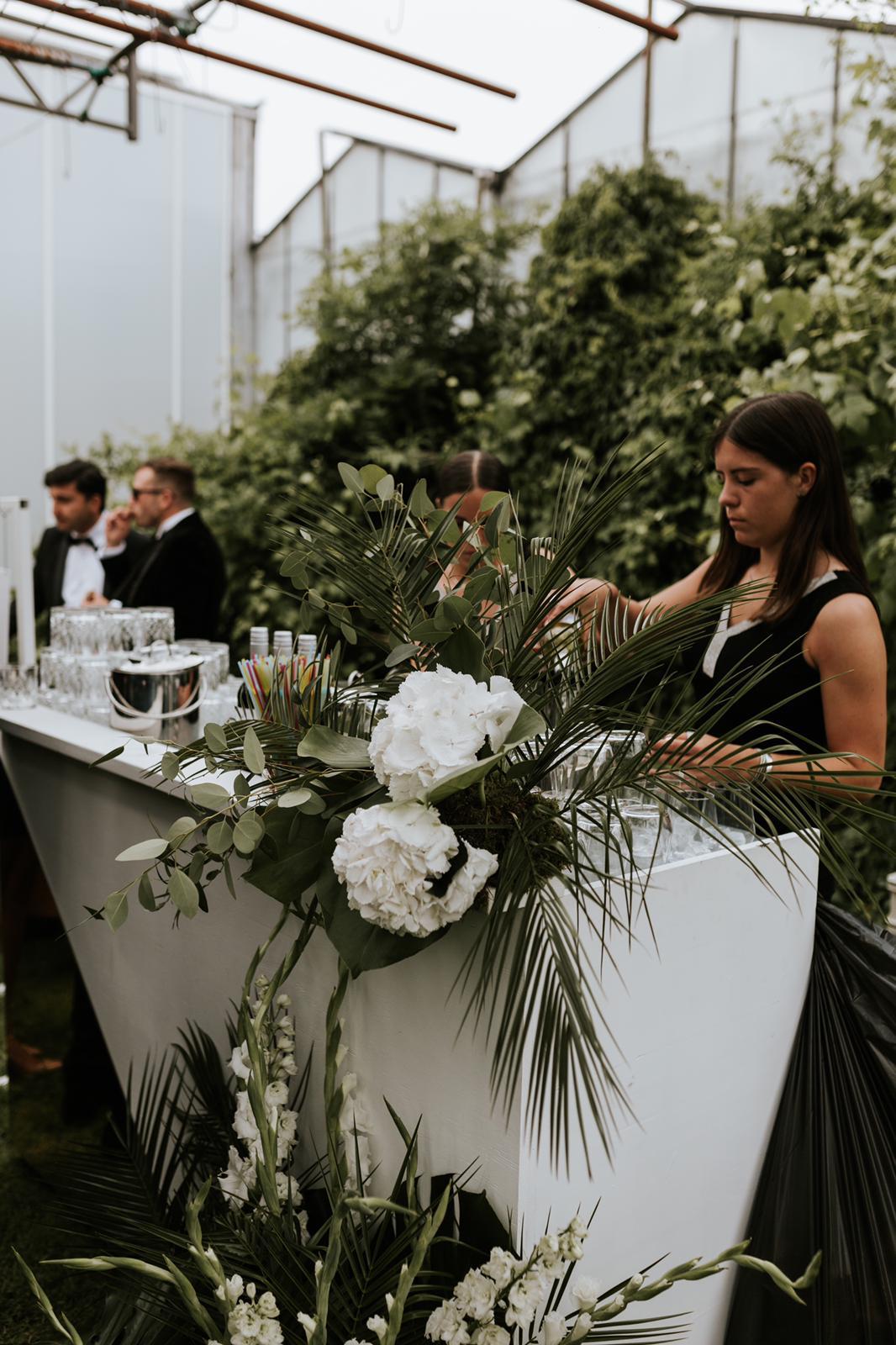 #apbloem #florist #bloemist #amsterdam #bloemenwinkel #kerkstraat #bloemen #flowers #weddingstyling #bruiloft #trouwen #liefde #bride #wedding #marriage #bruidsboeket #floraldesign #mordernwedding #modernbride #greenhouse #kas #planten #styling #interiorstyling #white #wit #bar
