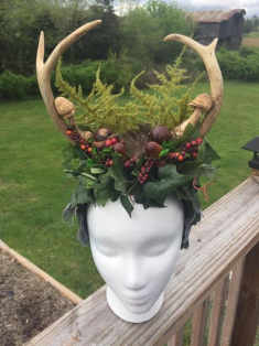 Beautiful seasonal headpiece by Loren Morris.
