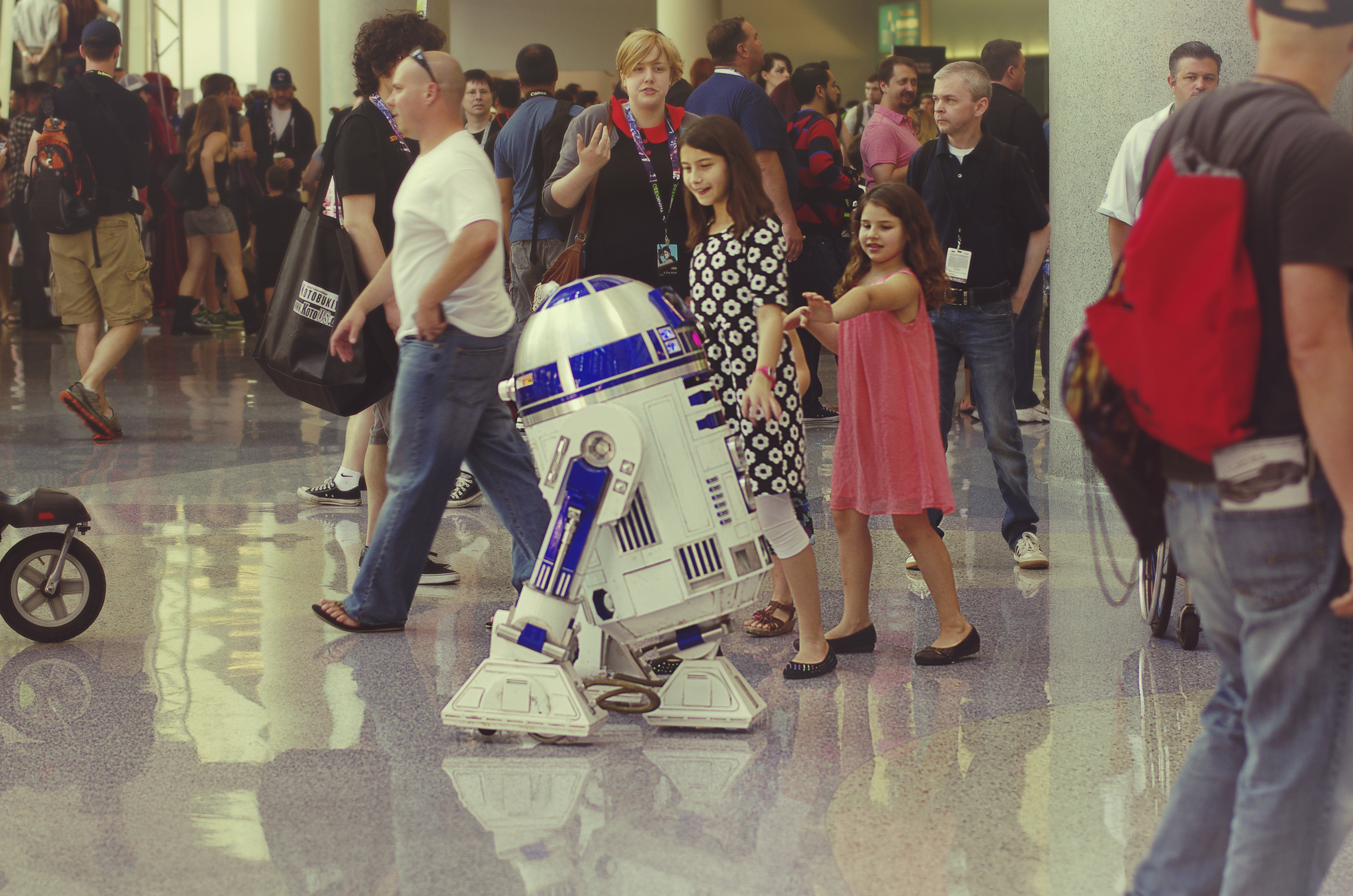 R2-D2 casually strolling around the convention.