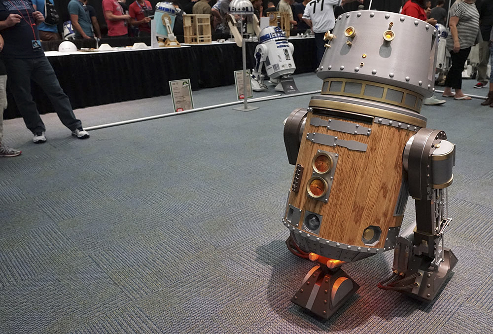 This steampunk droid actually had moving pistons on the side of it's legs. Just like those old steam powered trains.