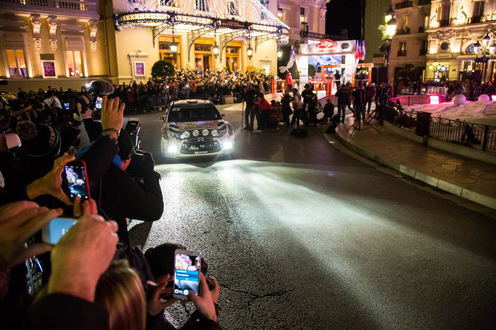 Plaza del Casino de Mónaco - Sebastian Loeb y Daniel Elena salida en 2015