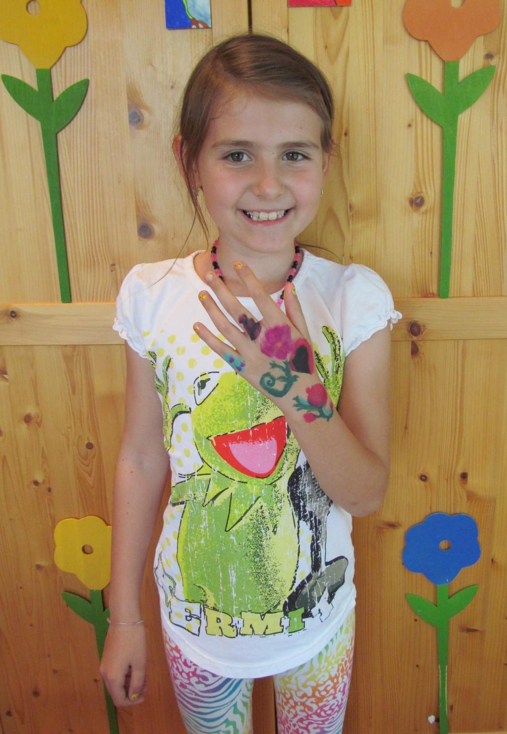 hand isabella z s.jpg