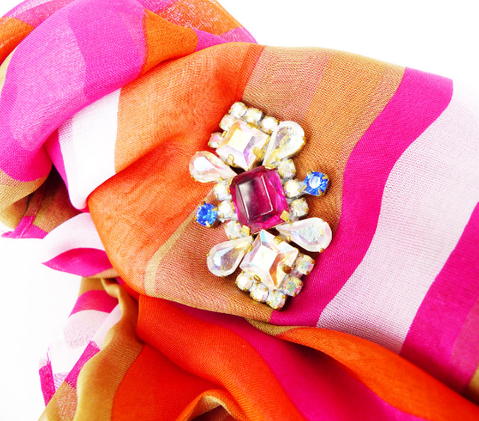 Hand curated vintage scarves, Retro Heaven. MRM-accessories.com