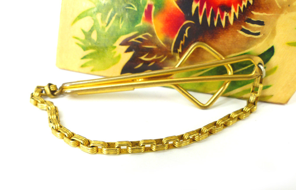 Old school  vintage gold brass loop style tie bar  with necktie link chain. Get your Boardwalk Empire & Peaky Blinders on! Throw on a tweed waistcoat. Boardwalk Indeed.