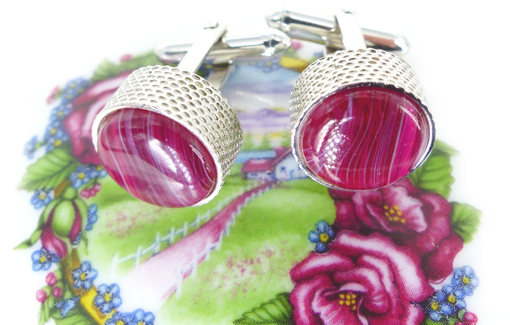 Drop dead gorgeous  scarlet streaked glass cufflinks  set in a modern silver textured setting. Groom cufflinks. Free gift packaging, Nice heavy feel!  Shown with   one of our vintage trinket boxes!