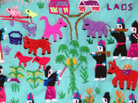 laos_folk_art_embroidery_silk_industry_characters_local_stories_canvas-1207499.jpg!s.jpg