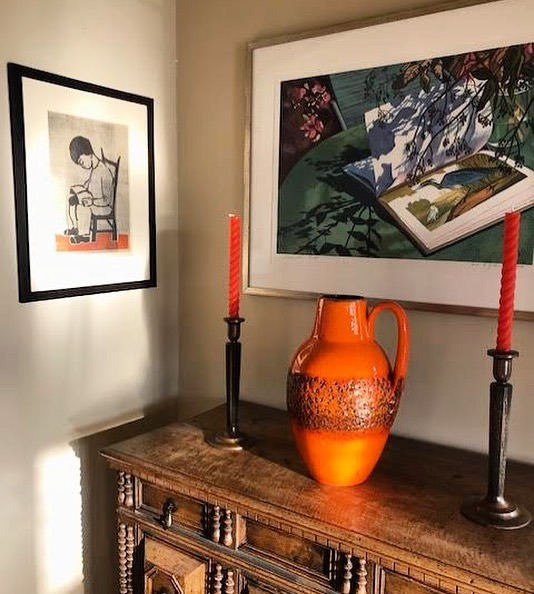 Another Happy Customer! Carrie worked with her to fill and accentuate this already beautiful space! . . #maudewoodsstore #maudewoods #color #orange #tangerine #style #midcentury #germanpottery #art #brutalist #bronze #beeswax #weloveourcustomers #vignette #shopsmall #shoplocal #shoppasadena