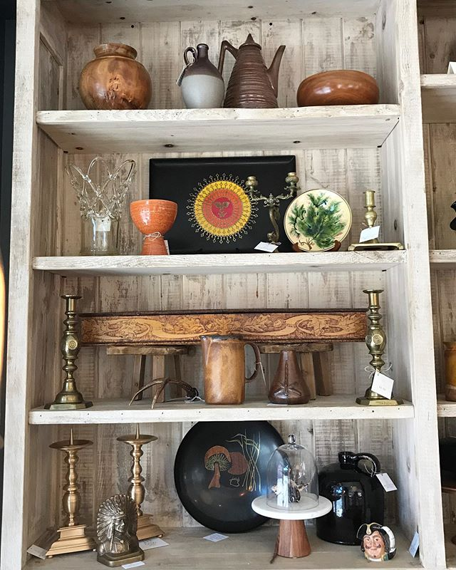 Bookshelf Reboot!  Check out all the cool new pieces that were just added... . . #maudewoodsstore #maudewoods #bookshelves #restocked #homedecor #tabledecor #gifts #wegiftwrap #itsallinthedetails #vintage #antique #unique #shopsmall #shoplocal #shoppasadena