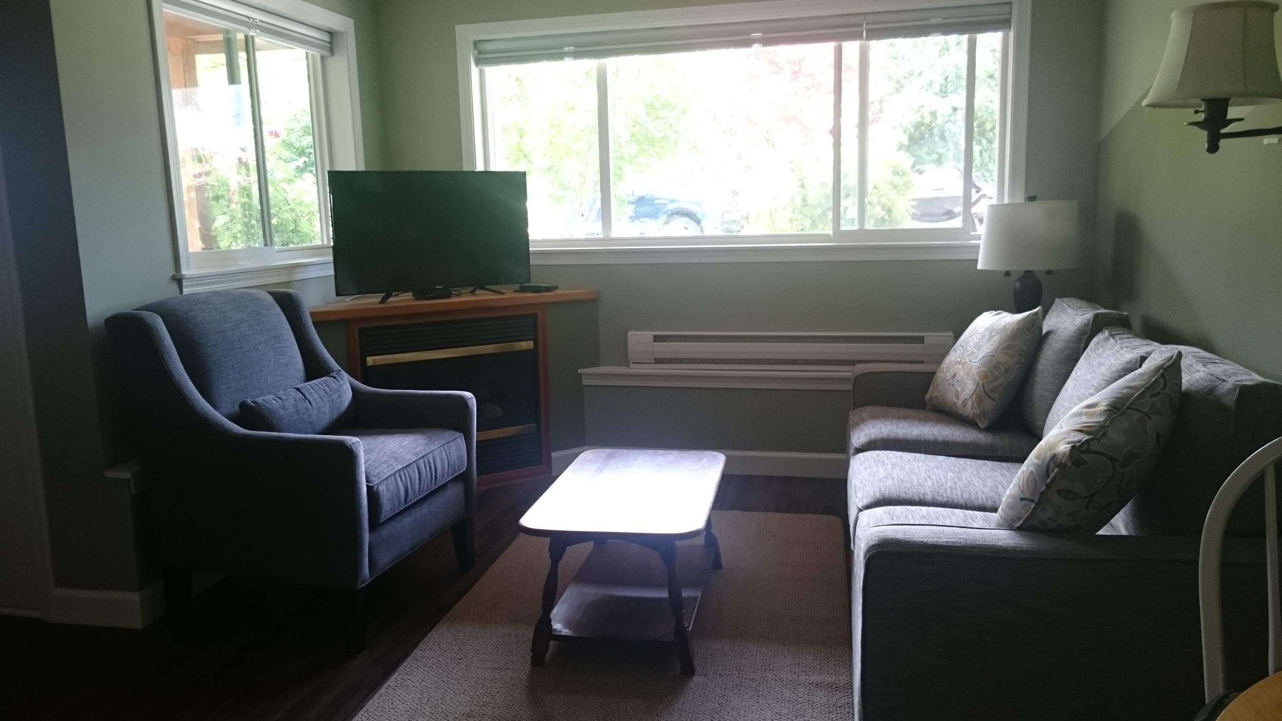 suite sitting area 2.JPG