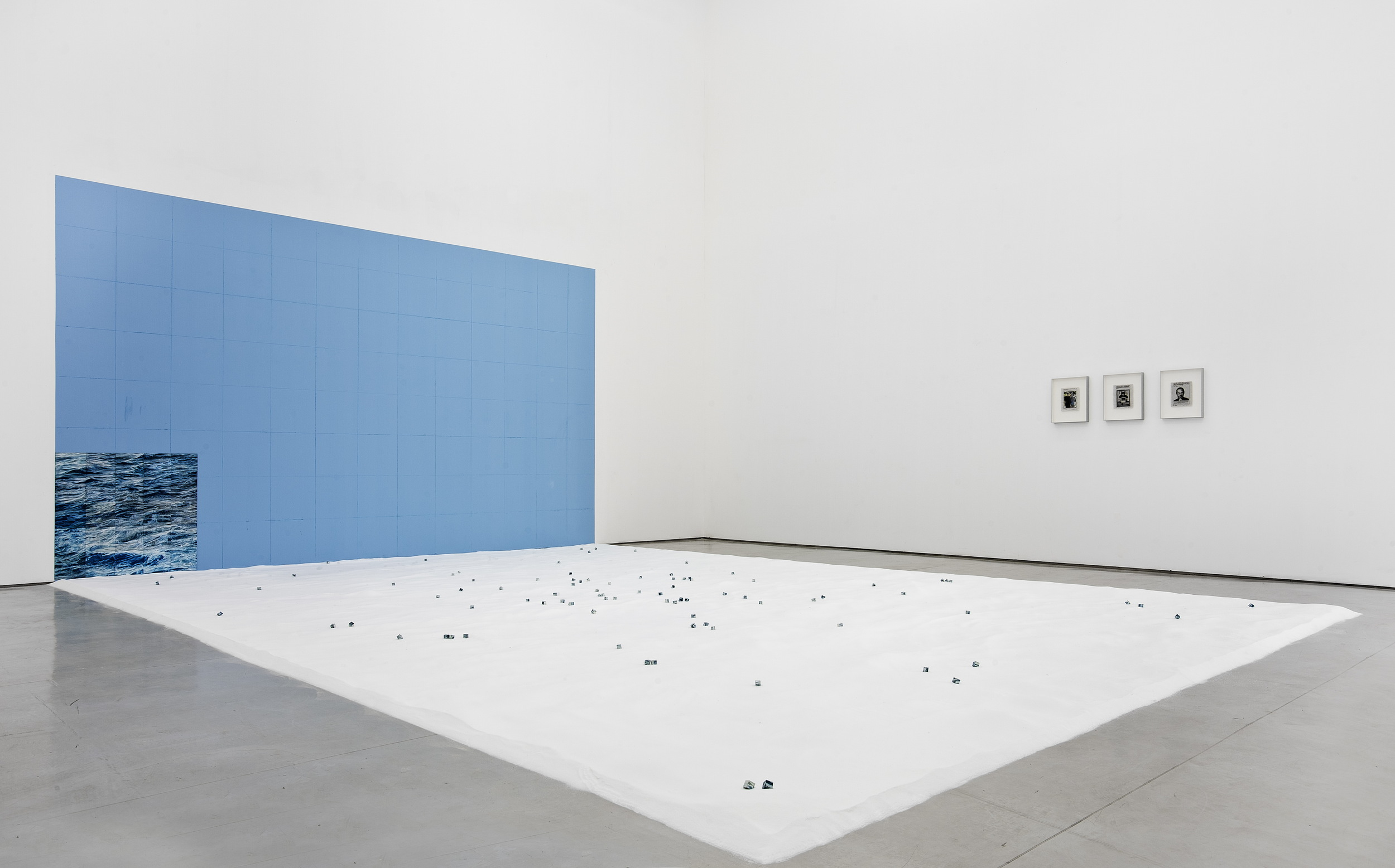 Liu Ren 刘任, Filling the Sea - Sea Cubes 填海-海粒, 2011 - 2013, Oil on acrylic board and sea salt 油画在亚克力板上、海盐, Dimension variable 尺寸可变