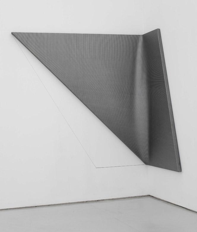 Liu Wentao 刘文涛, Untitled 无题, 2011, Pencil drawing on canvas 布面铅笔素描, 200 x 207 x 50 cm