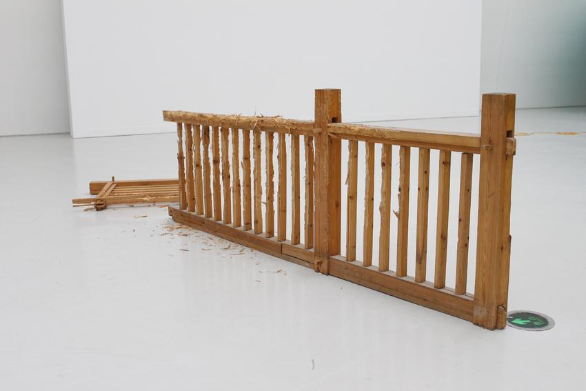 Yang Xinguang 杨心广, Leaning Post 凭栏处, 2008, Pine wood 松木, Dimension variable 尺寸可变