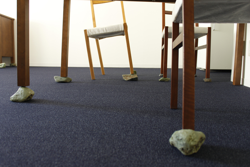 Yang Xinguang 杨心广, In the Room 在房间里, 2012, Stones and furniture 石头与家具, Installation 装置