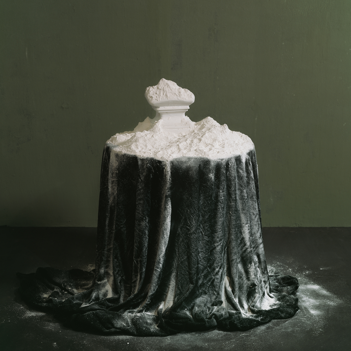 Chen Wei 陈维, Takes a Powder Every Morning, 2011, Archival inkjet print 收藏级艺术微喷, 100 x 100 cm