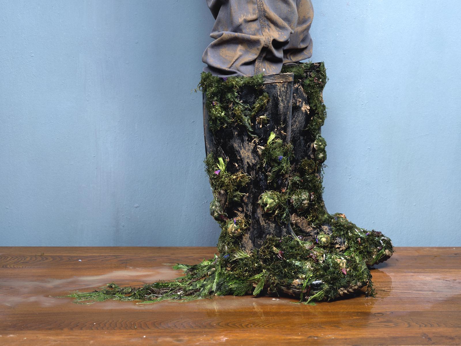 Chen Wei 陈维, Wading Boots, 2010, Archival inkjet print 收藏级艺术微喷, 75 x 100 cm