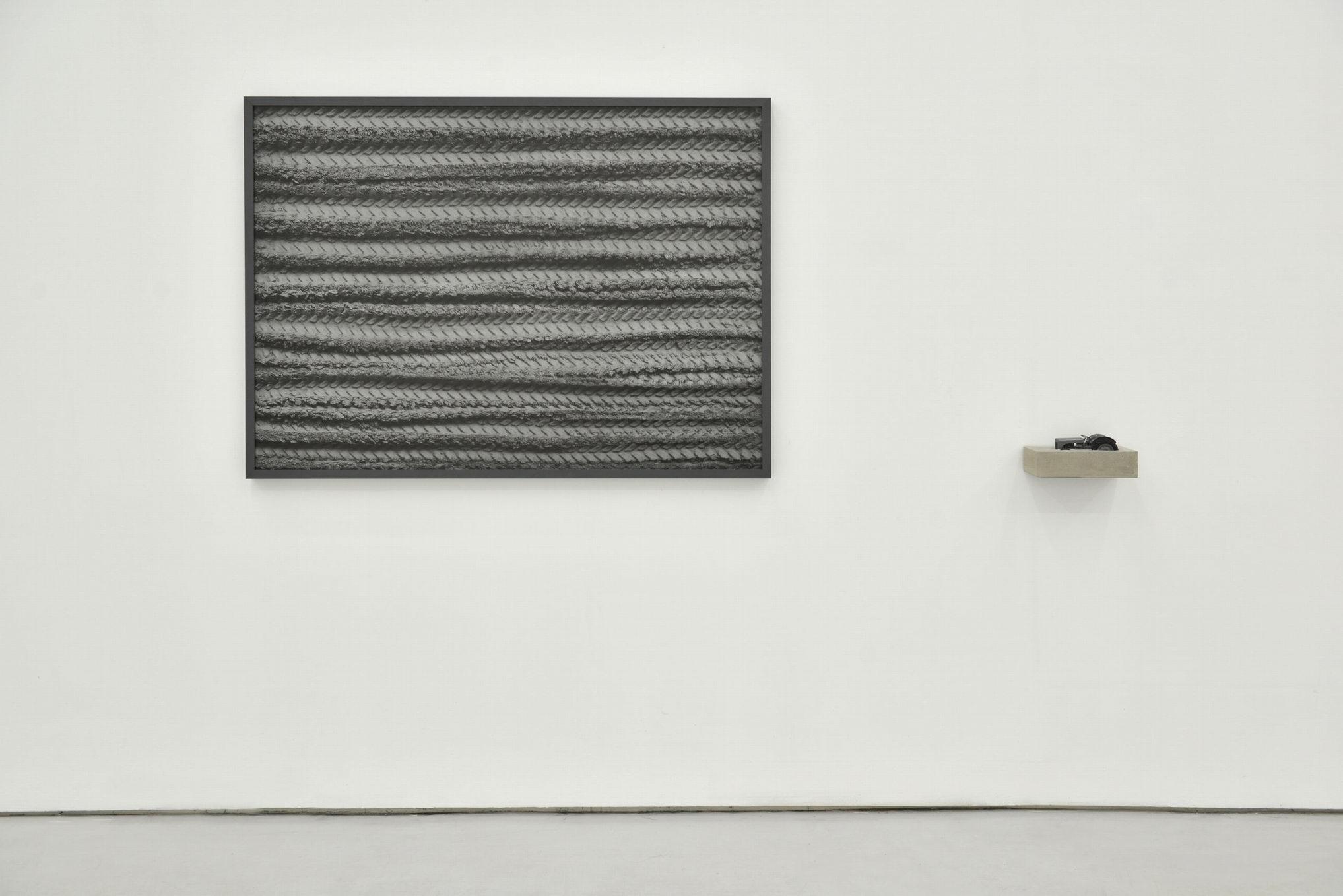 Gao Lei 高磊, N-117, 2013, Photo concrete and tractor model 摄影、水泥、拖拉机模型, 116 x 85 cm/ 28 x 15 x 12 cm