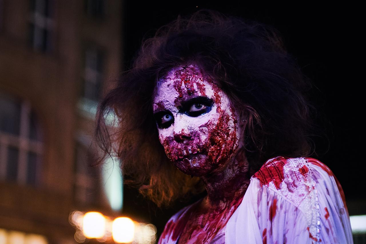 Zombie_Walk_Essen_2014_20141031_0050_1280px.jpg
