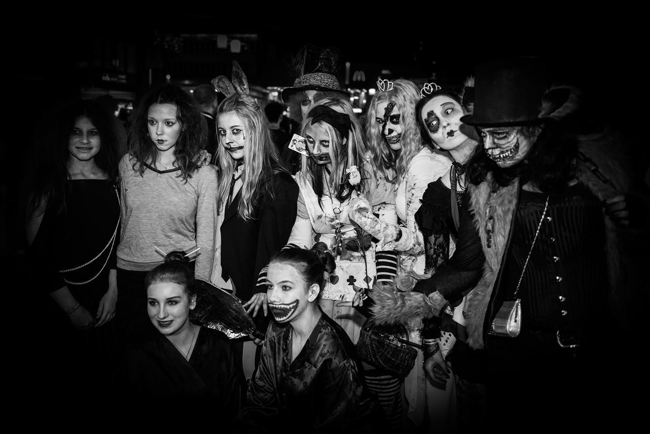 Zombie_Walk_Essen_2014_20141031_0057-2_1280px.jpg