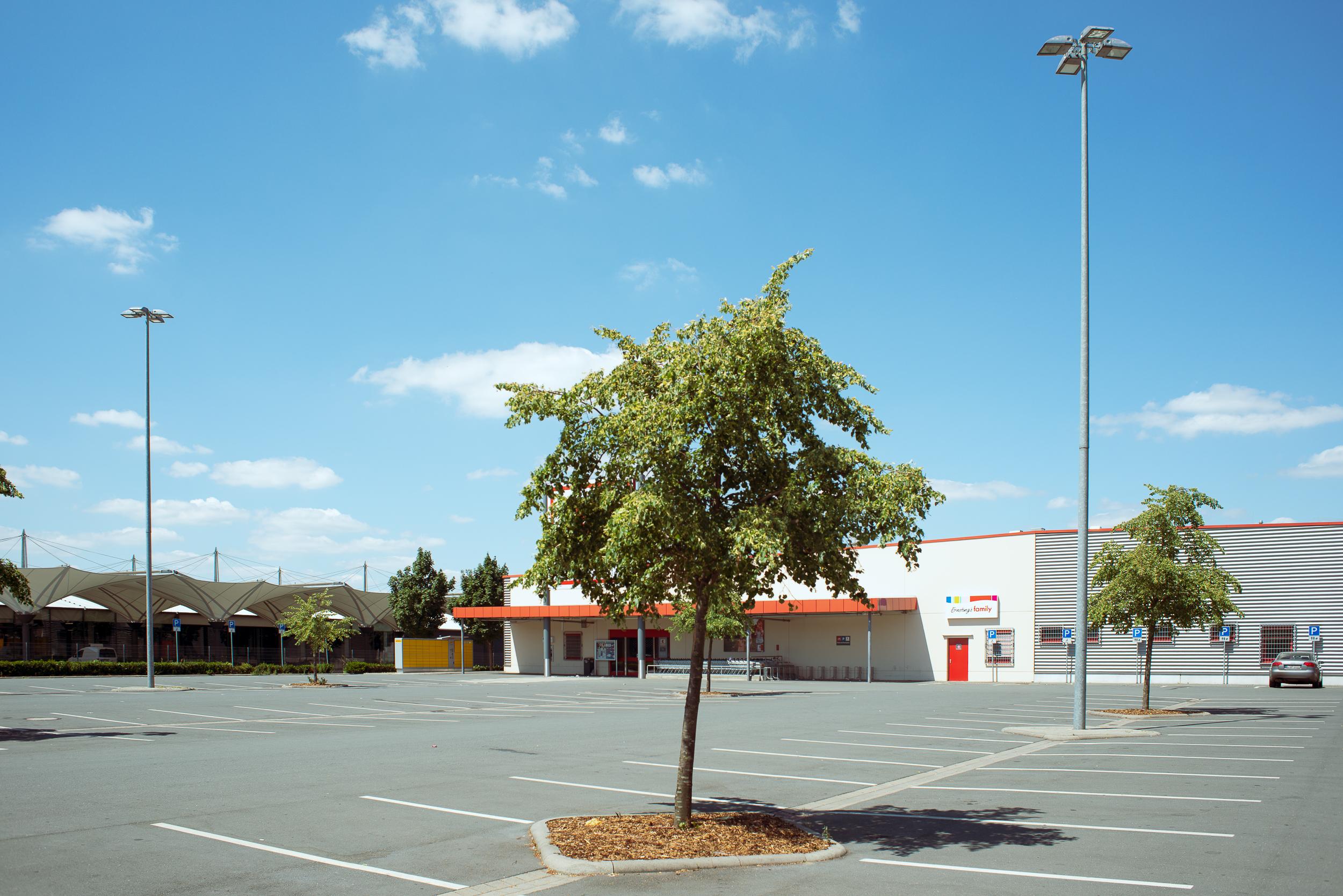 Supermarkt-Parkplatz_Kaufland_20180708_0298_2500px.jpg